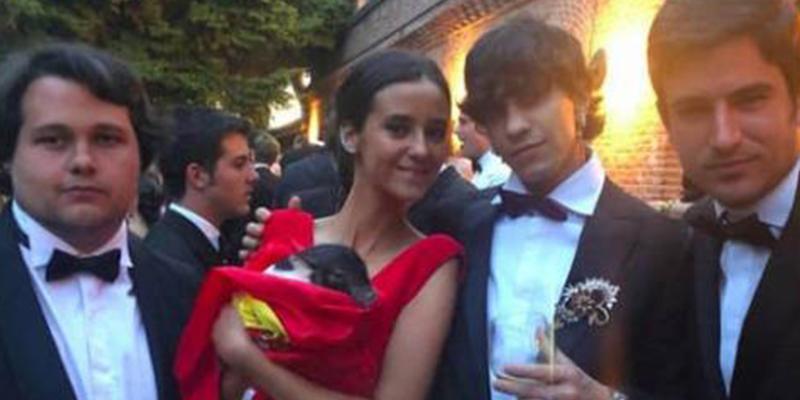 Entre los invitados a la puesta de largo de Victoria Federica estuvo Juan Magán y un cerdo con la bandera de España