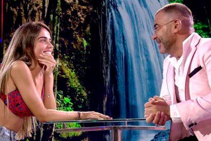 El mosqueo de la 'díscola' Violeta con Jorge Javier Vázquez en su primera visita al plató de 'Supervivientes'