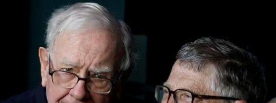 Warren Buffett y Bill Gates: dos multimillonarios que nos explican 'la filosofía al revés'