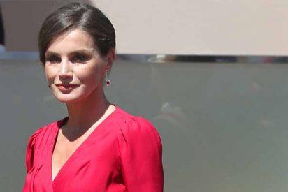 La fuerza armada de la Reina: Letizia rescata el 'rojo' y rinde homenaje a Sevilla