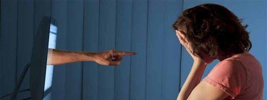 La Guardia Civil detiene a un profesor por acosar a 15 niñas a las que pedía fotos 'guarras' a través de las redes sociales