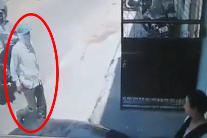 Este ladrón armado intenta cometer un asalto pero se mete con la mujer equivocada