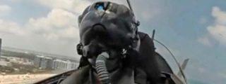 Momento en el que un avión F-18 de la OTAN se aproxima demasiado al avión del ministro de Defensa ruso sobre el mar Báltico