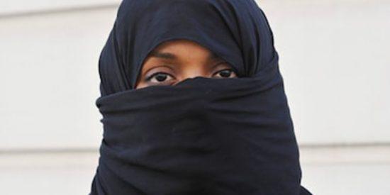 ¿Sabías que el islam iraní afirma que el pelo de la mujer emite rayos que enloquecen al hombre?