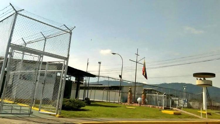 Comida podrida: El castigo del dictador Maduro para los soldados en prisión por apoyar a Guaidó