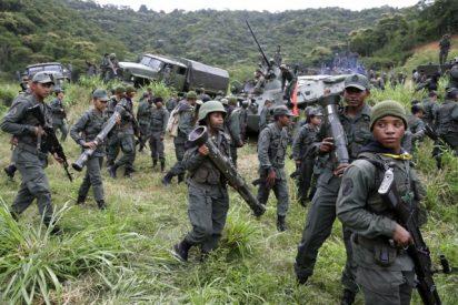 Paramilitares lanzan la cabeza de un guerrillero contra un comando militar chavista