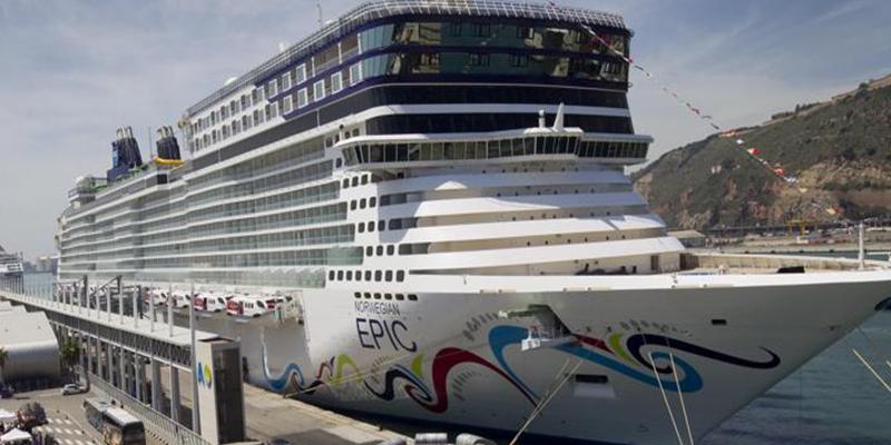 Buscan a una pasajera que podría haber caído al mar de este crucero en Menorca