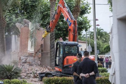 Imputan a la alcaldesa Tania Baños por derribar una cruz en La Vall d'Uixó