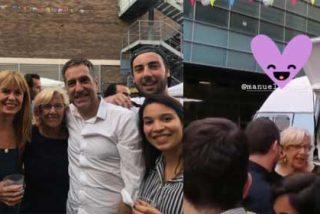 Los periodistas de El País, de 'selfies', buen rollo y en perfecta comunión con Carmena, Gabilondo y Baltasar Garzón