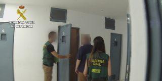 Estupor en la Guardia Civil: detienen a un agente compañero por abusar de niños