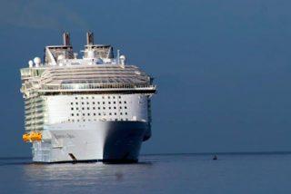 Uno de los cruceros más grandes del mundo arriba a Roatán