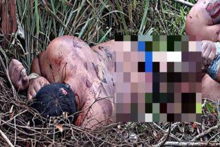 Foto: Los narcos dejan dos cuerpos torturados con la piel arrancada