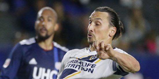 Ibrahimovic vuelve a asombrar marcando este impresionante gol con una acrobacia