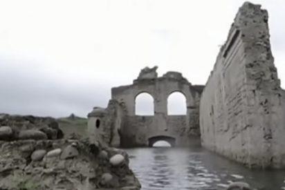 Esta iglesia perdida y olvidada del siglo XVI emerge en medio de un embalse