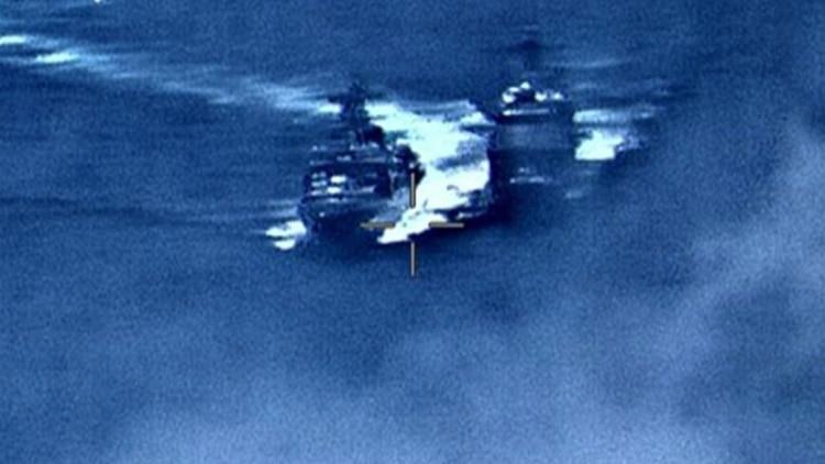 EEUU y Rusia a metros de un combate militar: un crucero estadounidense y un destructor ruso se encaran