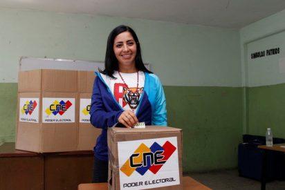 """Alcaldesa chavista amenaza a su 'camarada' por machista: """"Te voy a patear donde te vea"""""""