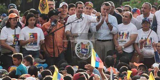 Juan Guaidó reinó en la tierra de Chávez con un baño de apoyo popular (Si va Maduro lo linchan)