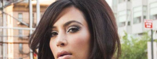 Kim Kardashian alegra las calles de Los Ángeles luciendo sus boobies sin ropa interior