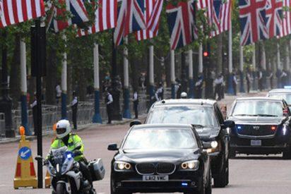 La limusina de Trump para en una gasolinera en Londres a repostar y la lía gorda…