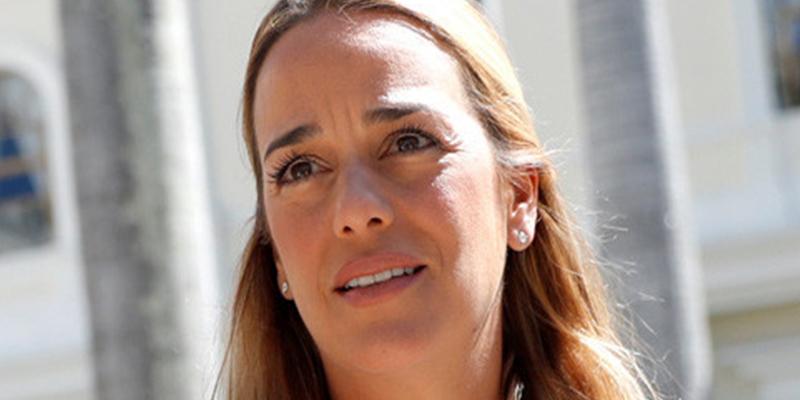 Lilian Tintori, esposa del líder opositor venezolano Leopoldo López, y su hija menor ya están en España