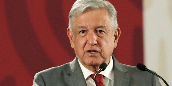 """López Obrador: """"Al presidente de EE.UU. no le levanto un puño cerrado, sino la mano abierta y franca"""""""