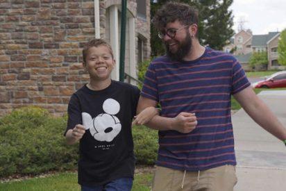 Un maestro adopta a su alumno sin hogar para que pueda obtener un trasplante de riñón