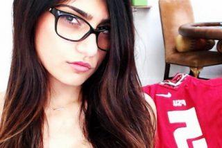 Vídeo: El novio de Mia Khalifa le baja los pantalones en público