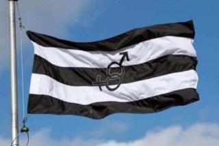 La bandera del 'Orgullo Hetero' que la izquierda achaca a VOX revoluciona las redes