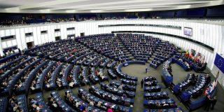 Casi 40 eurodiputados exigen la expulsión del embajador europeo en Cuba por su blanqueo al régimen castrista