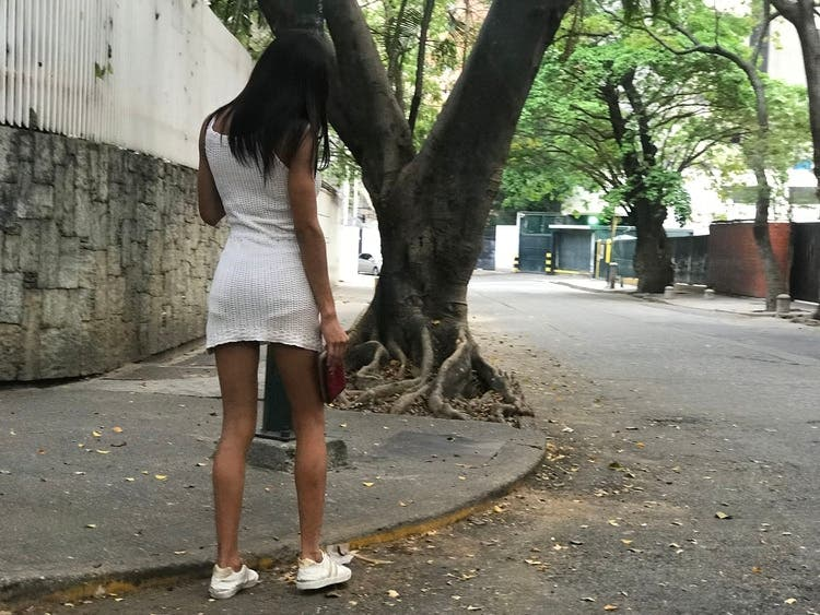 Sexo por comida: La opción desesperada de las prostitutas de Caracas