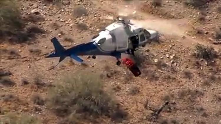 Vídeo: La canastilla con una excursionista gira sin control durante un rescate aéreo
