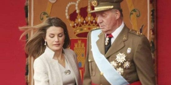 Escándalo en Zarzuela: Don Juan Carlos humillado en un cuarto por culpa de Doña Letizia