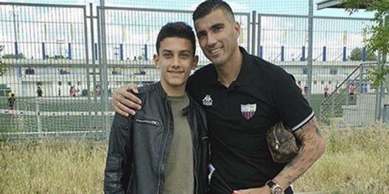 """""""Nunca te voy a olvidar"""": El emocionante mensaje del hijo del futbolista Reyes tras la muerte de su padre"""