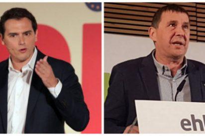 El proetarra Otegi presume de entrevista en TVE y Rivera le propina un estacazo memorable que aplaudirán las víctimas del terrorismo