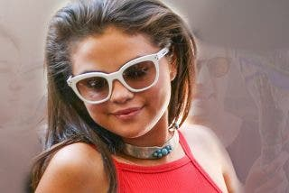 Selena Gómez se enfunda un vestido rojo que le hace una retaguardia digna de Jennifer López