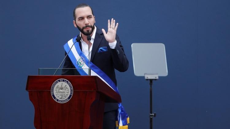 El nuevo presidente de El Salvador echa a los parientes de su predecesor por los altos salarios que cobraban