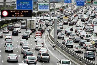 La Gran Evasión: atascos en las salidas de Madrid en el primer fin de semana sin estado de alarma