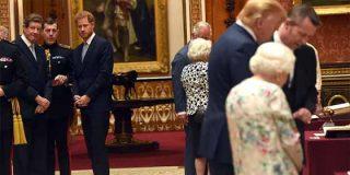 El principe Harry le hizo el feo a Trump en el banquete tras los insultos a Meghan Markle