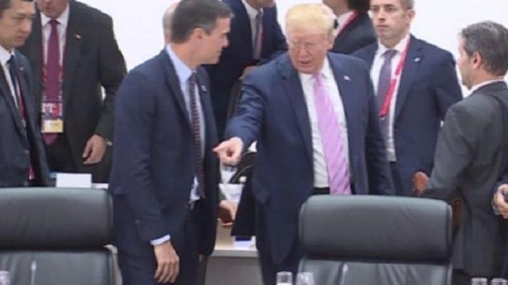 Ridículo planetario: Trump avergüenza a Pedro Sánchez cuando se acerca a saludarle
