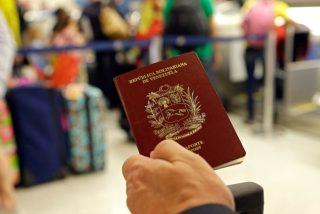 Disparate chavista: El régimen de Nicolás Maduro cobra dos años de salario mínimo para renovar un pasaporte