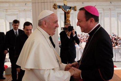 Imputan por abuso sexual al prelado argentino que prestó servicios de asesoría al papa Francisco