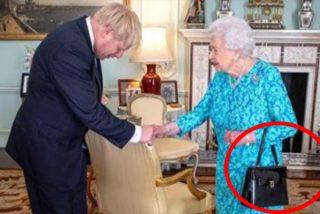 ¿Sabes por qué la reina de Inglaterra recibió a Boris Johnson con bolso en su casa?