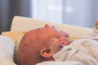 Mira cómo estos recién nacidos lloran al creer que se han dado un golpe