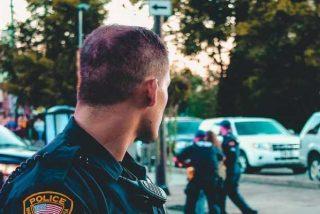 Acusan a dos policías de EE.UU por 'abusar' de su poder