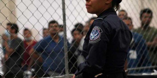 Esta agente fronteriza latina causa furor y controversia en la Red