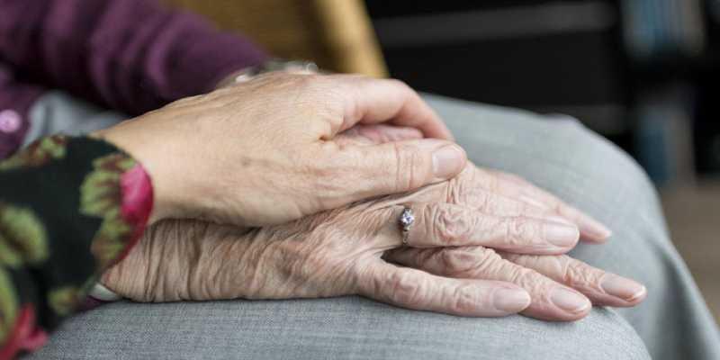 Pareja de ancianos mueren el mismo día tras 70 años de matrimonio
