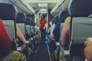 Esta mujer le da un paliza a su novio en un avión por mirar a otras mujeres