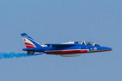 Las acrobacias de este avión de la Fuerza Aérea Francesa acaban con un accidentado aterrizaje