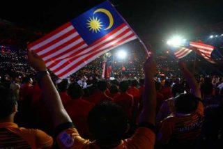 El mayor aplauso vikingo resuena en un estadio malasio con más de 83.500 aficionados de fútbol