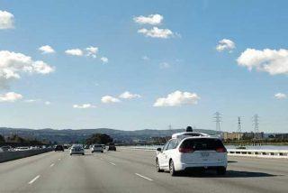 Google entrenó sus coches autónomos con algoritmos evolutivos
